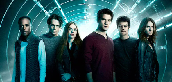 The season 6 cast of Teen Wolf consisted of (left to right) Kyllian Rhambo (Mason Hewitt), Dylan Sprayberry (Liam Dunbar), Holland Rosen (Lydia Martin), Tyler Posey (Scott McCall), Dylan O'Brien (Stiles Stilinski), And Shelley Hennig (Malia Hale).